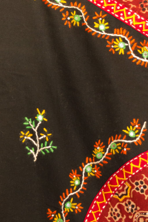 90s Embroidered Sleeveless Blouse